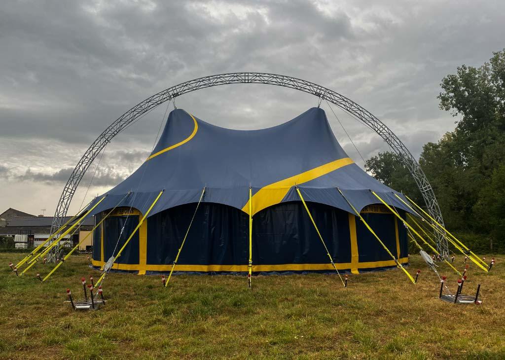 chapiteau de cirque 14m rond avec une arche extérieure
