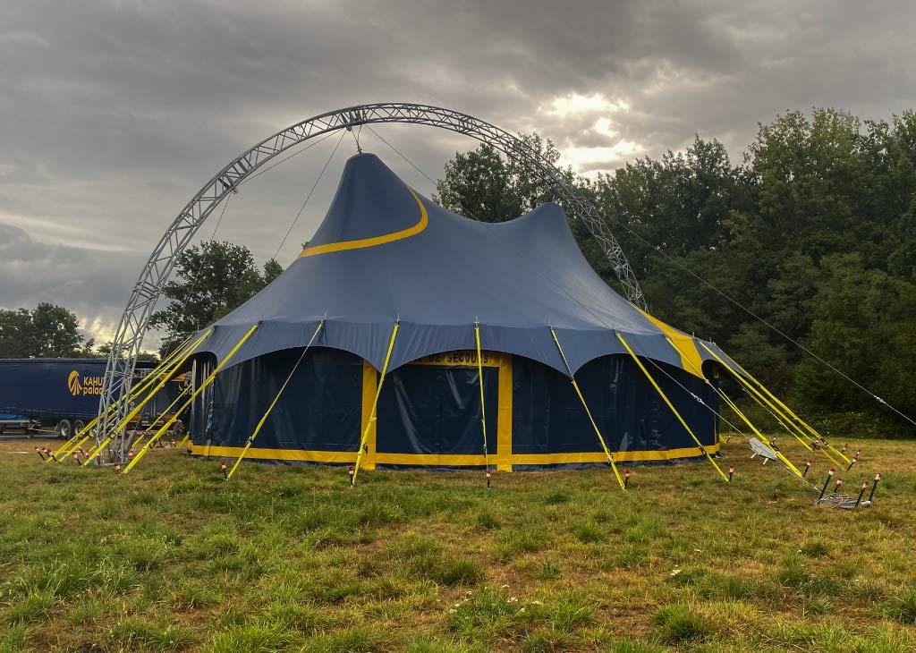 location chapiteau de cirque 14M rond lors d'un festival
