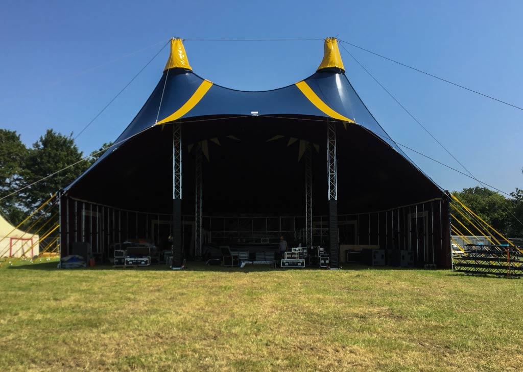chapiteau de cirque 20m en version casquette pour un concert et des spectacles