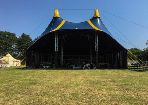 chapiteau de cirque casquette hauteur festival