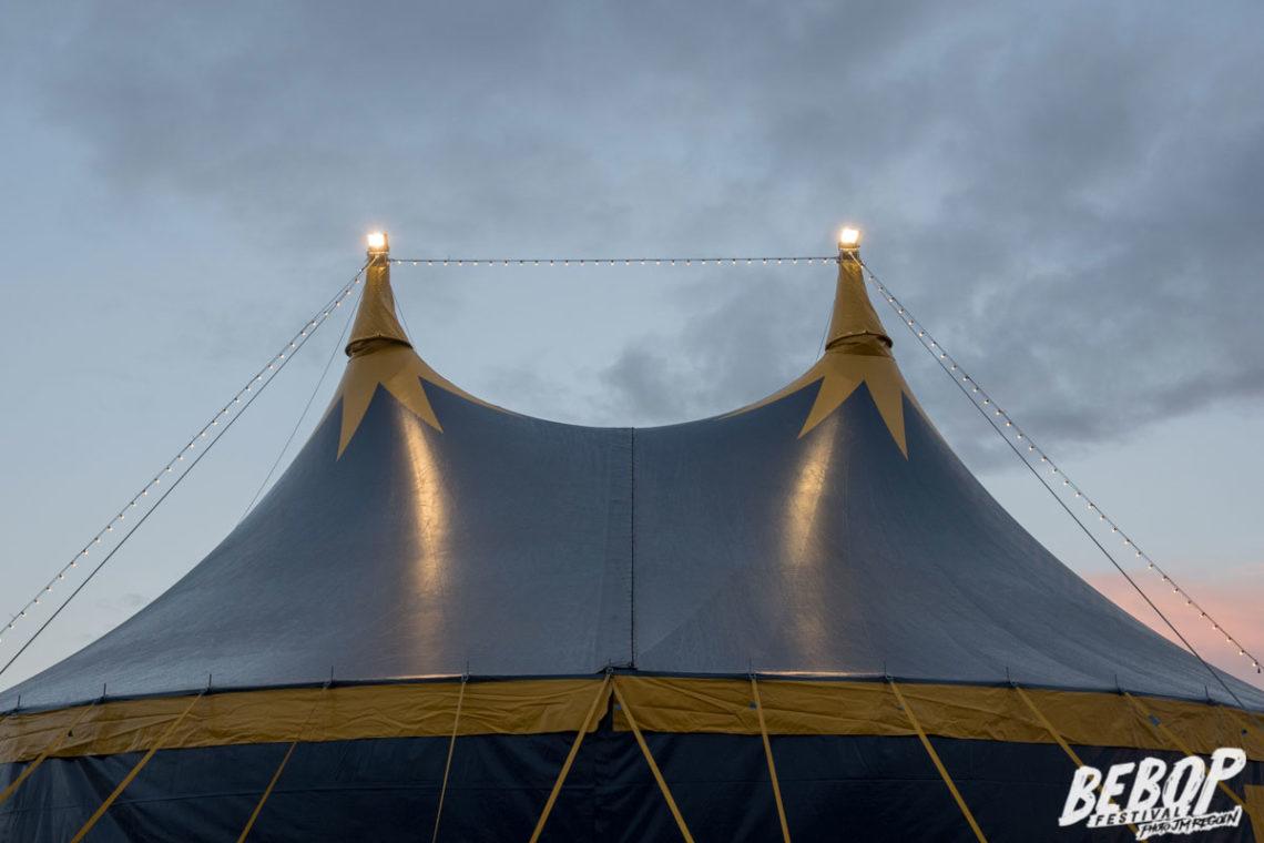 chapiteau de cirque 25m dans la département de la sarthe. Festival au coeur du mans