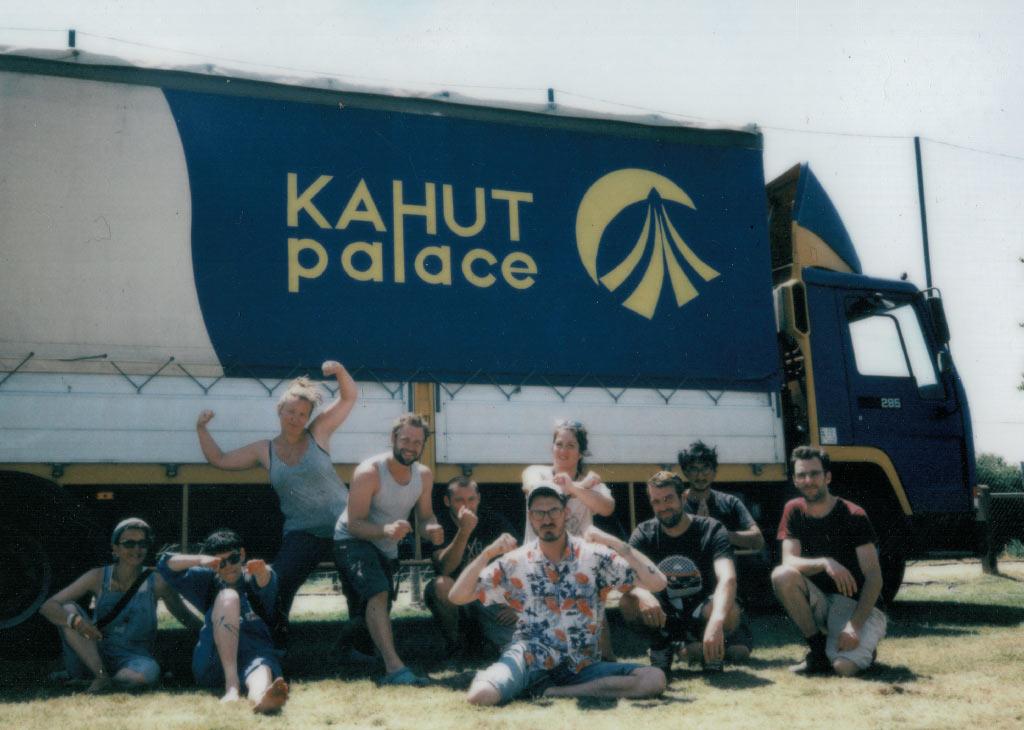 equipe kahut palace sur un festival