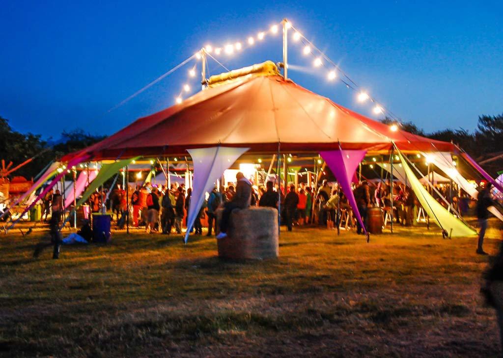 location chapiteau de cirque 15 × 20M lors d'un festival