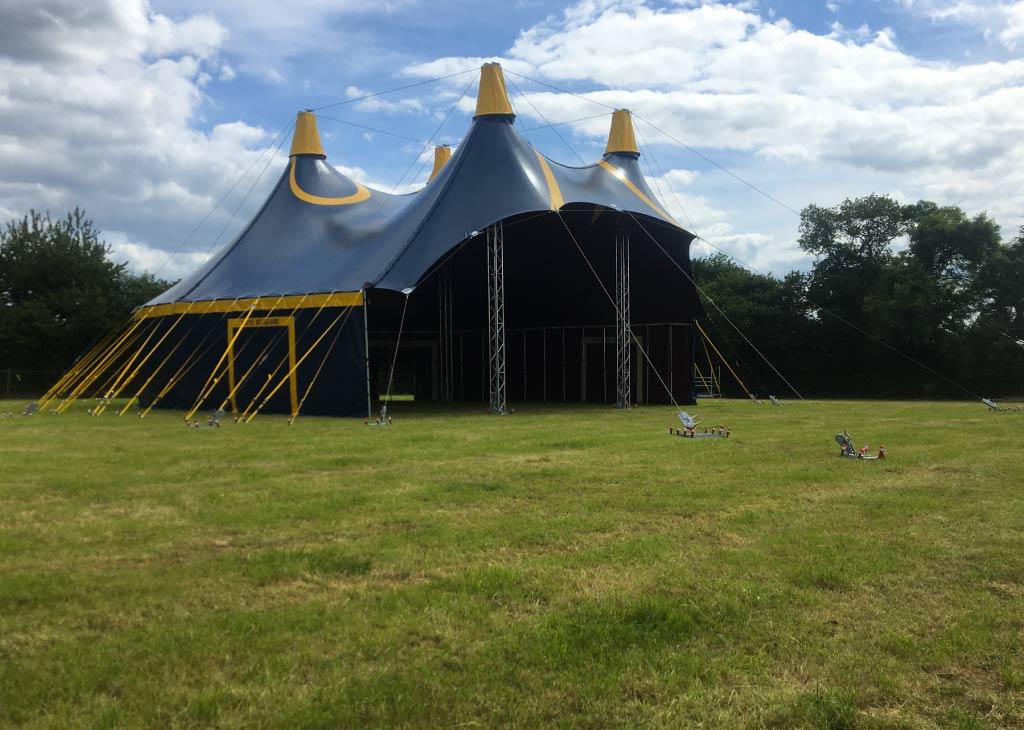 location chapiteau de cirque 20M modulable sur un festival
