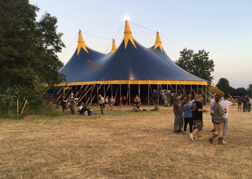 location chapiteau de cirque 25M modulable sur un festival
