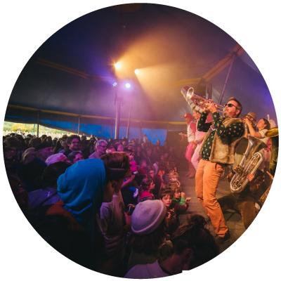 concert sous un chapiteau de cirque 15 × 20M