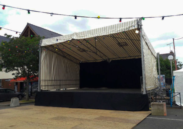 location scene podium couvert