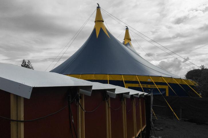 chapiteau de cirque 25m sur un festival en ille et vilaine