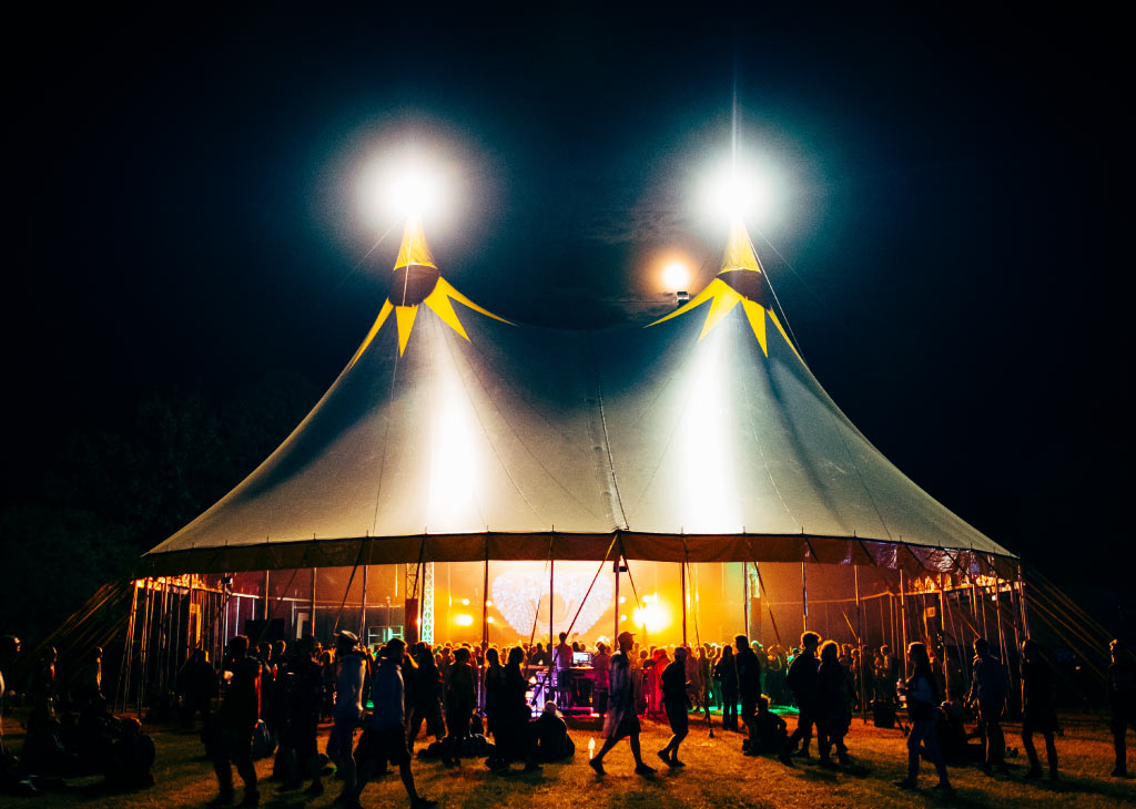 chapiteau de cirque 25m sur un festival en normandie