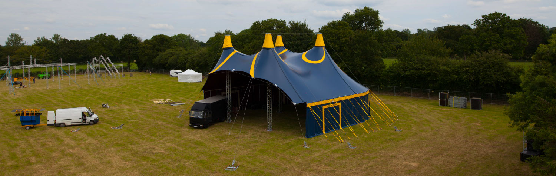 chapiteau de cirque 20m modulable en version casquette pour un spectacle