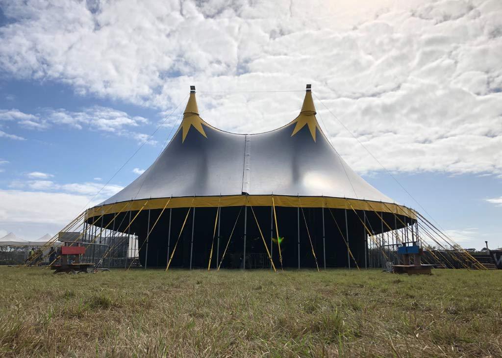 chapiteau de cirque 25M dans un festival en vendée