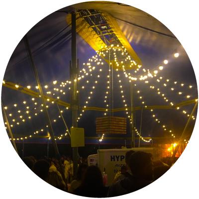 plafond lumineux sous un chapiteau de cirque 15 × 20M